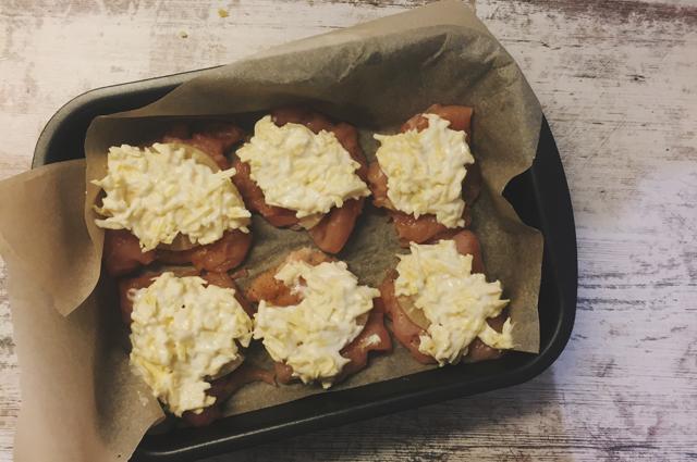Фото курицы с ананасами в духовке