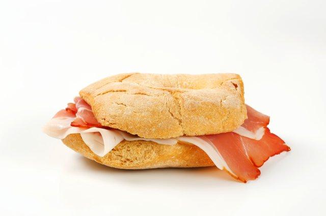 Сэндвичи с ветчиной и хурмой нужно будет обжарить.