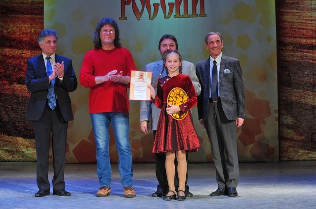 Участие в Российском конкурсе-фестивале народного творчества «Самоцветы России — это уже серьёзное испытание на профессиональное мастерство