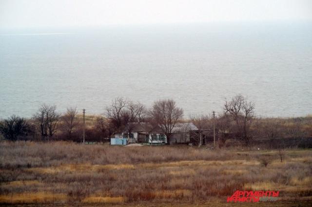 В граничащем с игорной зоной хуторе Молчановка всего с дюжину домов.