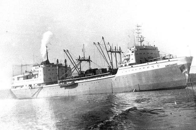 На много лет корабли стали домом Ибрагима.