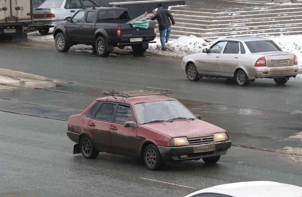 Правила дорожного движения также накладывают ограничения на использования багажников на крыше автомобиля.
