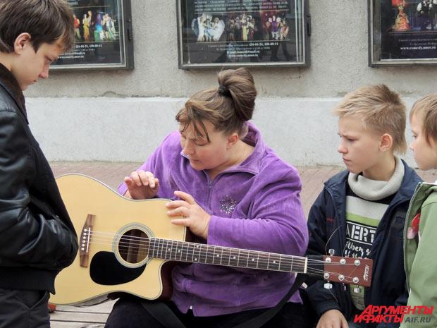 Проблемы с гитарой самые мелкие в жизни семьи