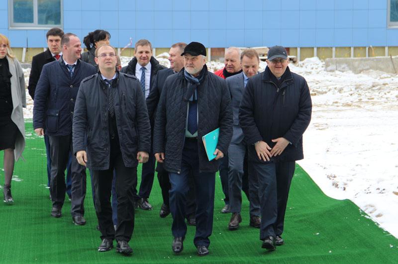 На испытания прибыли (в первом ряду слева направо) Александр Смекалин, Владимир Уйба, Сергей Краевой.