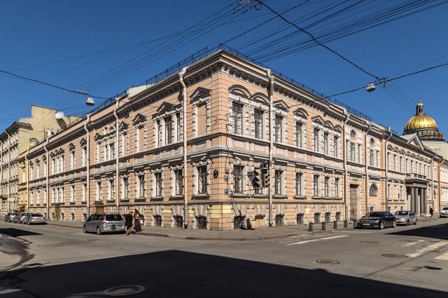 Здание Центрального телеграфа было захвачено без единого выстрела.