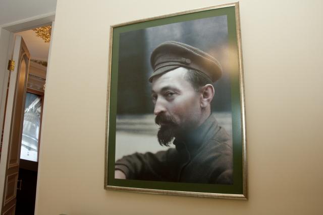 С портрета главного чекиста Феликса Дзержинского начинается экспозиция «Стражи революции».