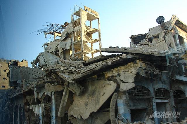 Боевики разрушили две трети жилого фонда. В руинах даже мечети.