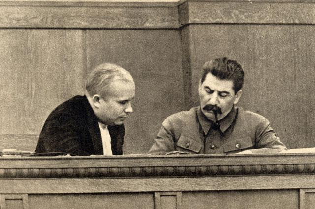Сталин и Хрущёв в президиуме сессии ЦИК СССР (январь 1936 года).