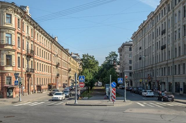 На улицу Декабристов Есенин приходил к Блоку (дом слева).