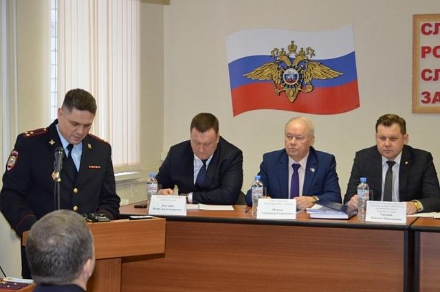 Итоги работы сотрудников за 2018 год подвёл начальник УМВД России по Калуге Вадим Мартынов.