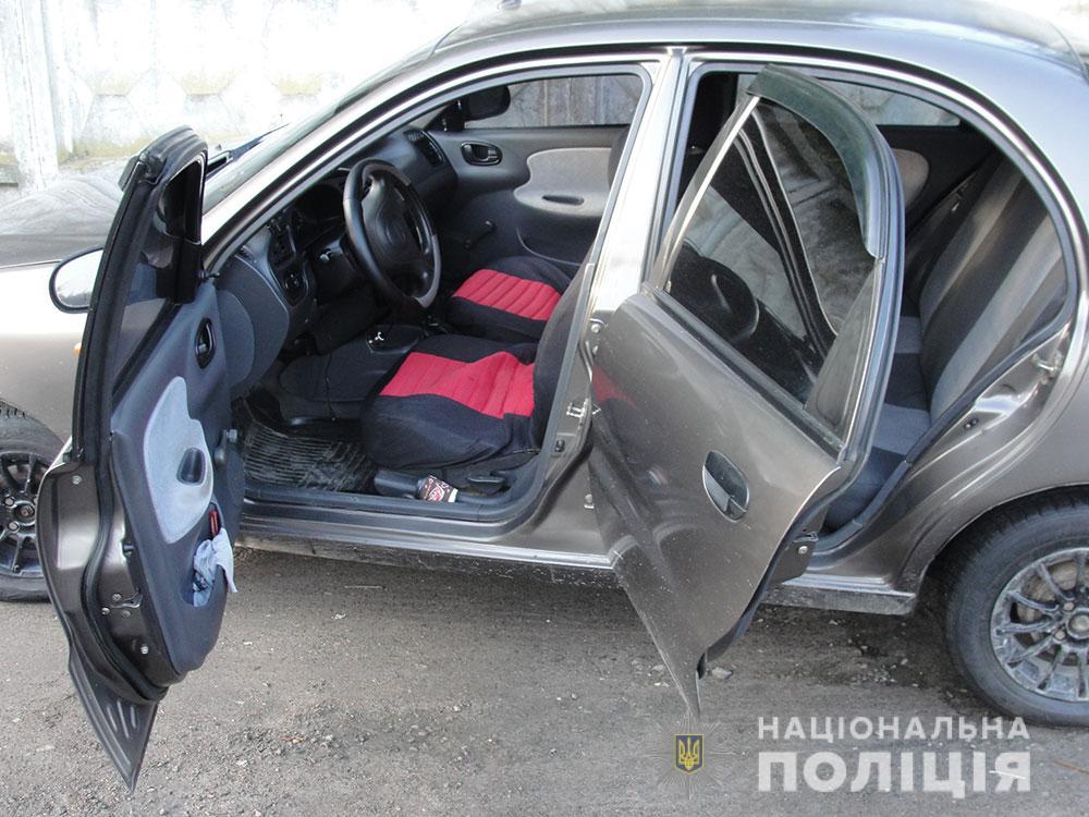Правоохранители задержали мужчин, виновных в нападении на таксиста в Полтаве.