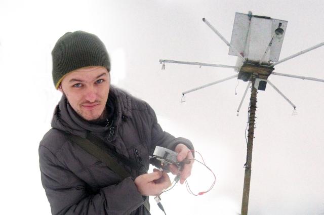 Изобретатель из Ачита Александр Мяконьких считает, что подобные чудо-фонари необходимо поставить во всех городах Свердловской области.