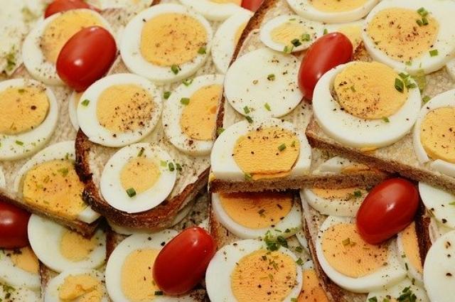 Блюда из яиц также помогут вам стать бодрее.
