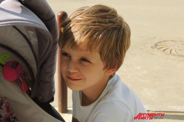 Евгения надеется, что её сын Вениамин пойдёт во второй класс в родном Алчевске