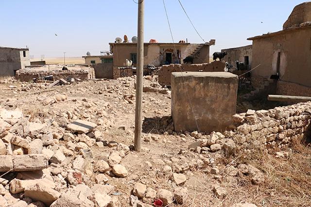 Разрушенная езидская деревня (к востоку от Диарбакыра)
