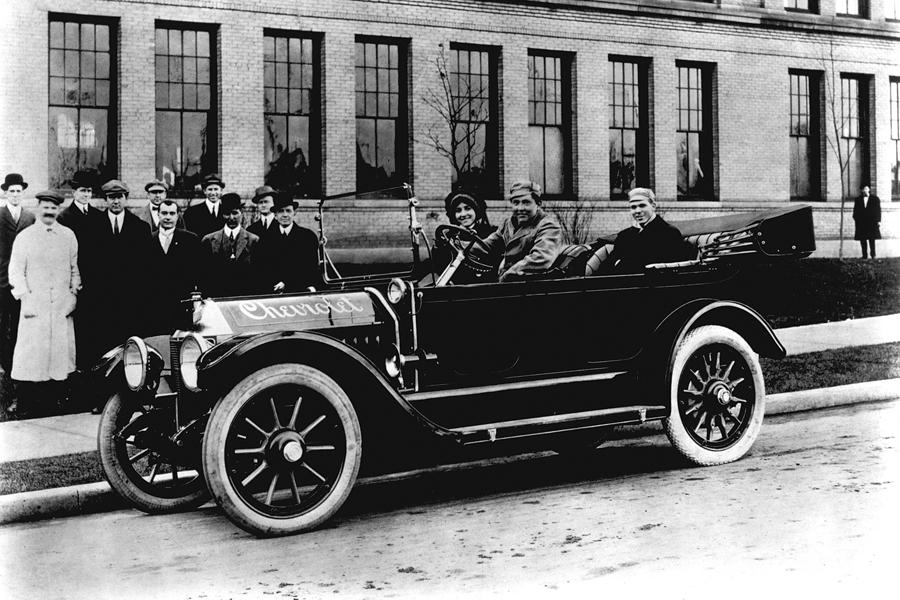 Первый автомобиль под именем Chevrolet Classic Six был выпущен в 1911 году детройсткой компанией Chevrolet Motor Car Company