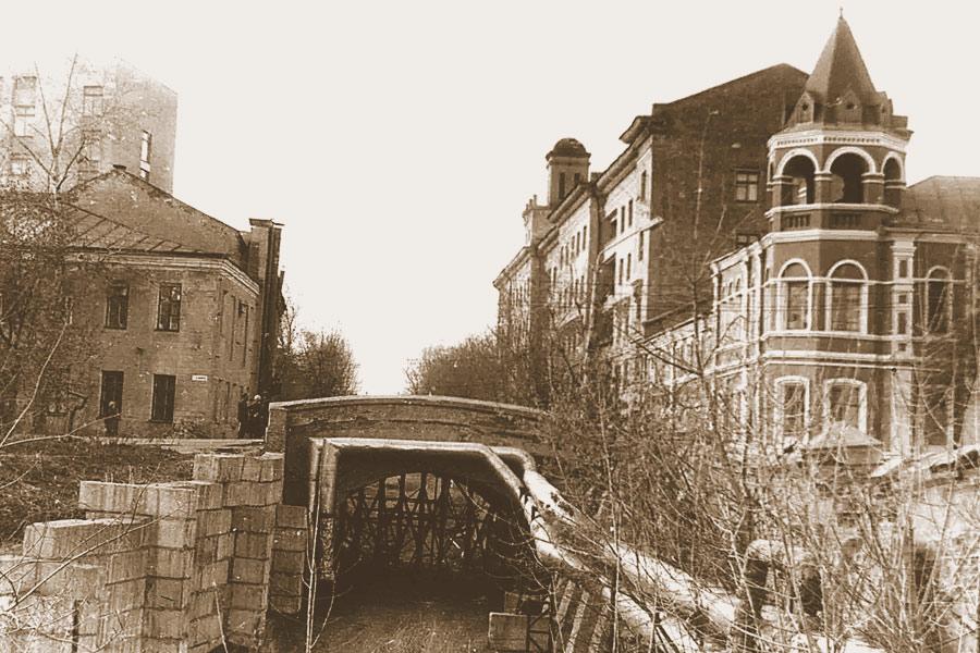 Каменный мост до реконструкции.