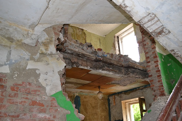 Снос старых домов уже идет.