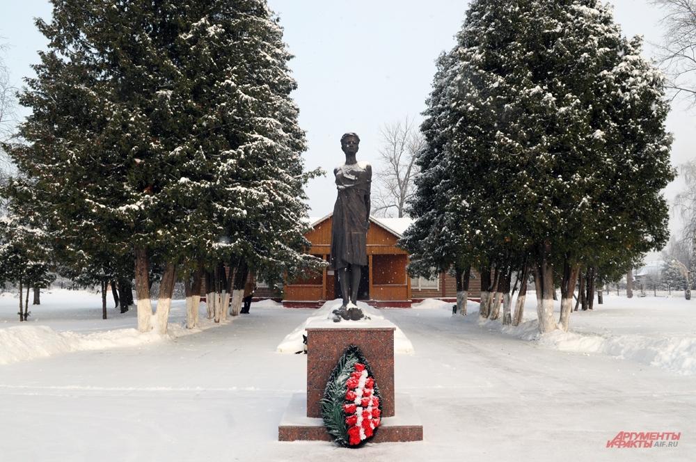 Памятник Зое Космодемьянской.