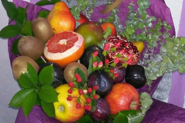 Яркий фруктовый букет может стать настоящим хитом дня рождения.