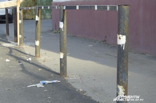 Конструкции, выполняющие роль ограждений, в Иркутске можно найти самые разные.