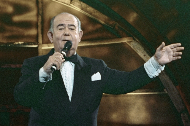 Конферансье Борис Брунов ведёт концерт. 1993 год.