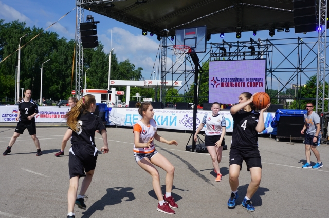Пермь встретила спортсменов солнечной погодой.