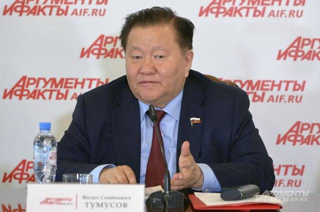 Тумусов Федот Семенович, первый заместитель председателя Комитета Государственной думы по охране здоровья, доктор экономических наук.