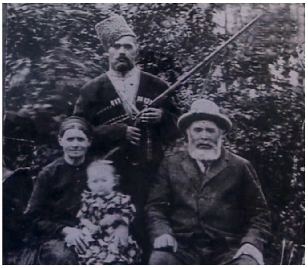 Иван Поддубный с матерью, отцом и сестрой