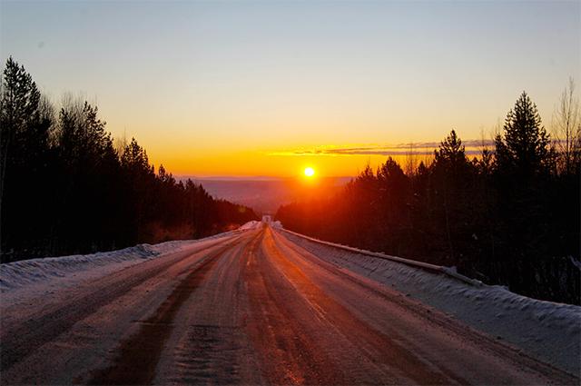 Автомобильная дорога между Иркутском и селом Большое Голоустное в Иркутской области.