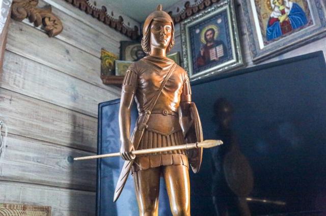 Статую спартанки Виталий Николаевич сделал прямо на работе, в перерывах.