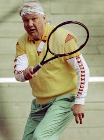 Борис Ельцин во время игры в теннис