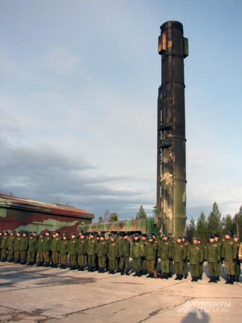 Боевой расчёт кстати, из той самой Йошкар-Олинской дивизии ждёт благодарностей после успешного пуска. Обратите внимание, как обгорел ТПК