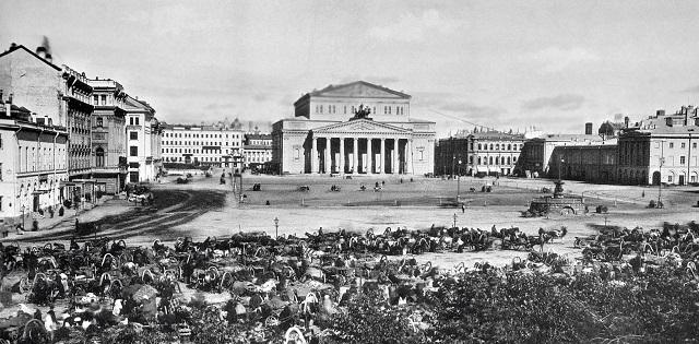 Торговые ряды на Театральной площади в Москве.