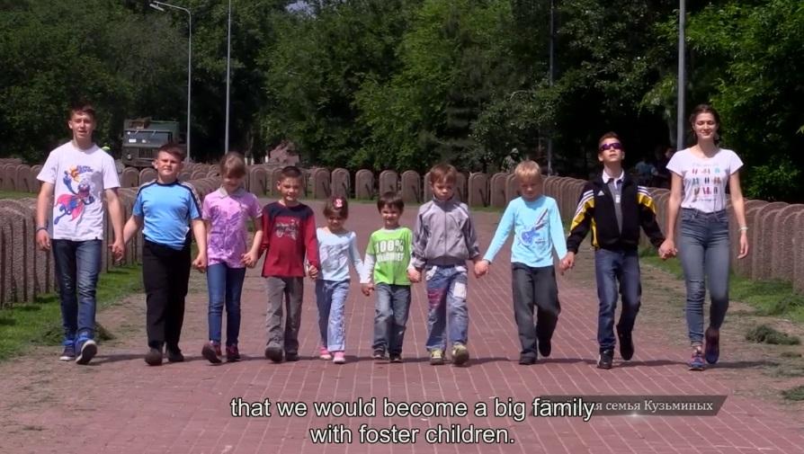 В семье Кузьминых 10 приёмных детей.