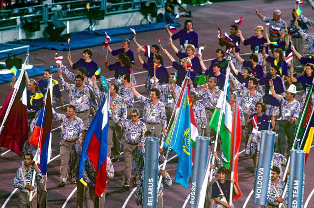 Делегация стран СНГ во время парада участников XXV летних Олимпийских игр. 1992 г.