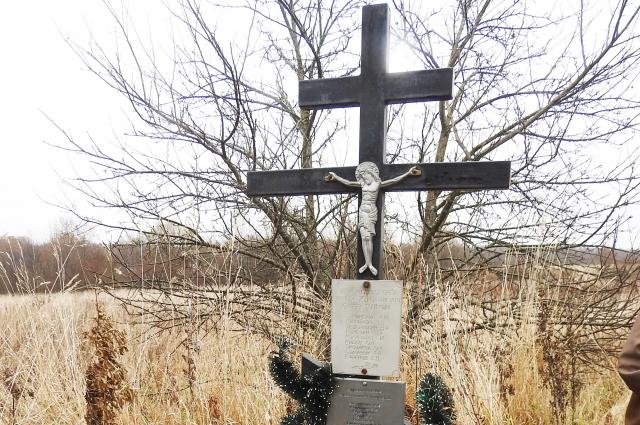 Крест, установленный на месте авиакатастрофы