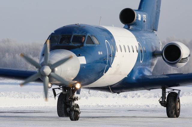 Самолет Як-40 с первым в мире сверхпроводящим электрическим двигателем на испытательной выкатке в Сибирском научно-исследовательском институте авиации имени С. А. Чаплыгина.