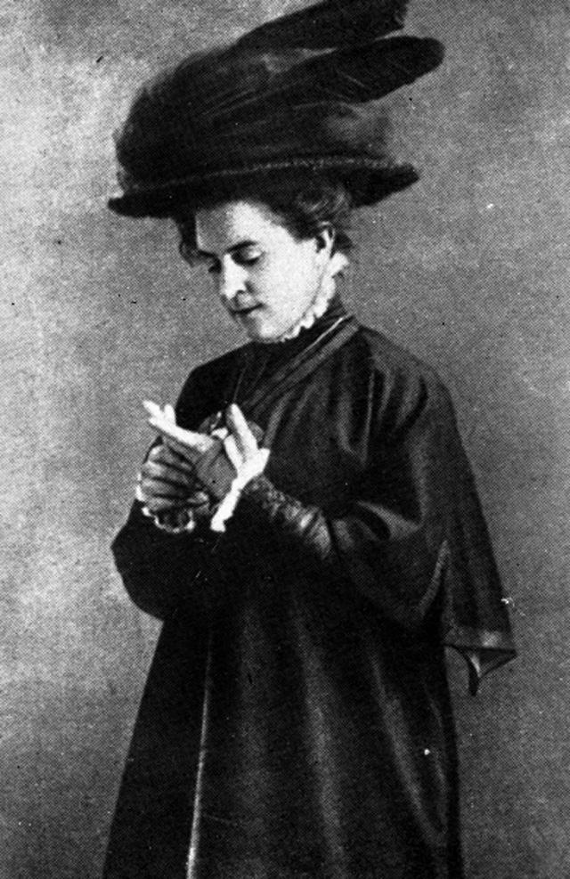 Ольга Книппер в роли Маши в спектакле Три сестры