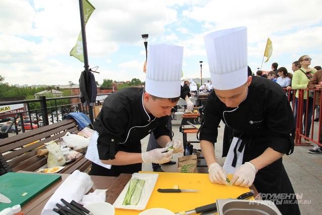 В Иркутске ежегодно проводится фестиваль барбекю на открытом воздухе.