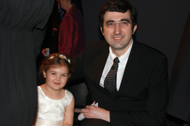 Российский шахматист Владимир Крамник с дочерью Дарьей
