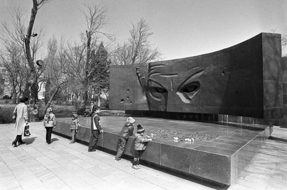 Памятник Рихарду Зорге в Баку.