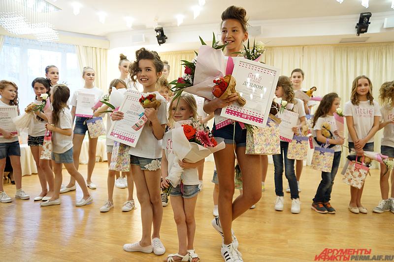 В категории от 7 до 10 лет самой красивой маленькой моделью стала Амелия Амирова (слева).