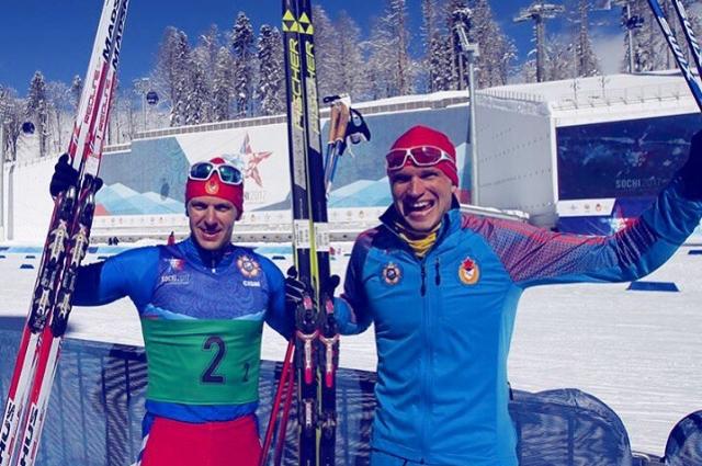 Артем Мальцев и Николай Морилов празднуют победу в командном спринте.