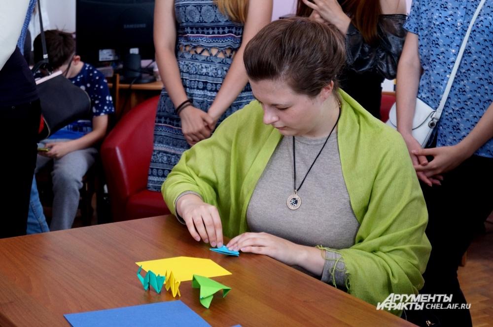 На выставке проходили мастер-классы по традиционному искусству оригами.