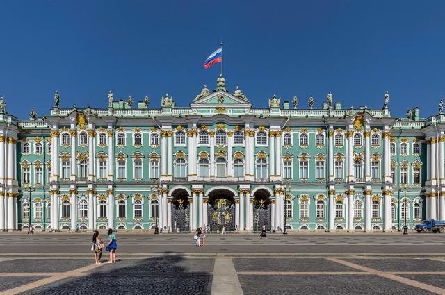 В ночь на 26 октября большевики взяли Зимний дворец и арестовали Временное правительство.