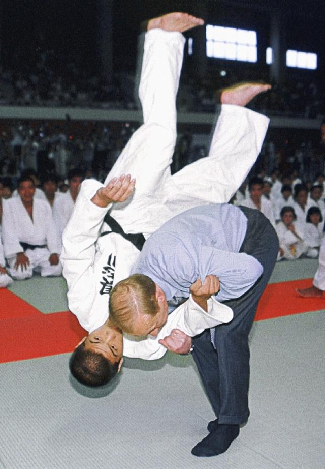 Гусикава (Япония), 2000 г.