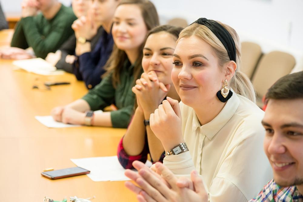 Будущие студенты смогут задать вопросы на онлайн-встречах с представителями вуза.