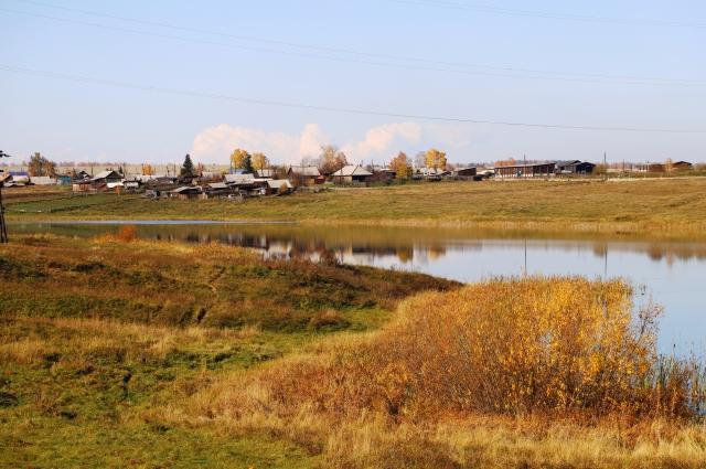 Деревня Ключевая входит в состав Новожилкинского муниципального образования. Находится примерно в 19 км к югу от районного центра.