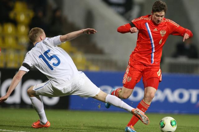 Алексей Миранчук в матче отборочного турнира чемпионата Европы по футболу 2015